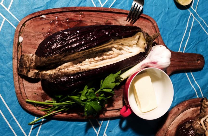 Für leckere Auberginencreme braucht man nicht viele Zutaten