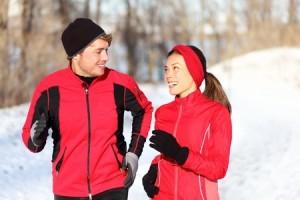Als Paar im Winter Sport treiben