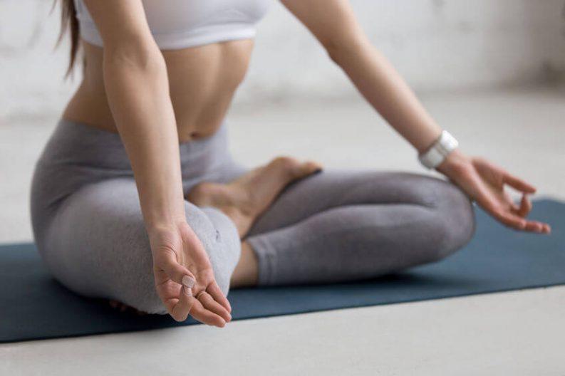 Yoga zuhause - So sparst du dir den Kurs! Zum Artikel...